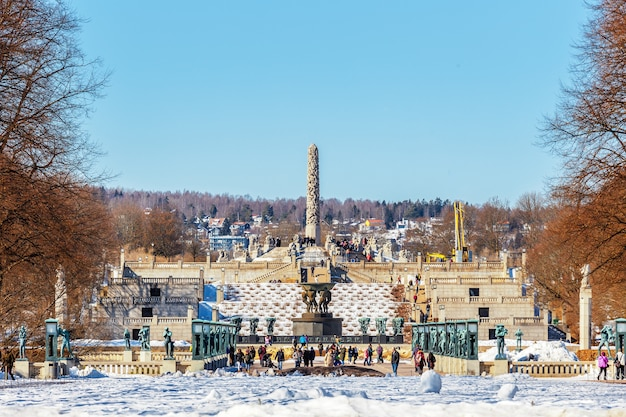 Skyline de la ville d'oslo du parc vigeland en hiver