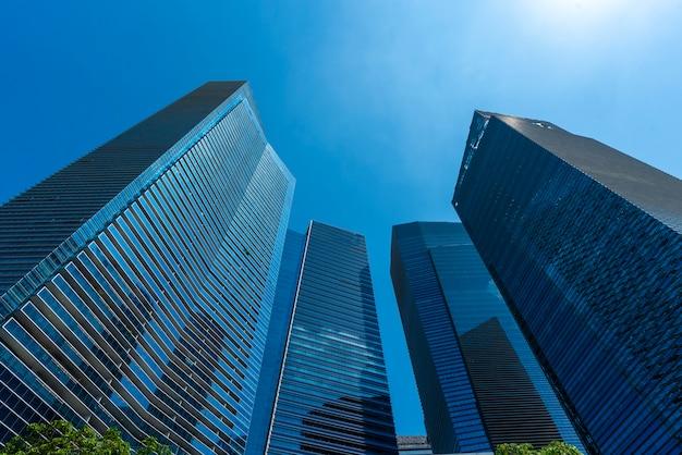 Skyline de la ville de singapour. immeubles de bureaux de gratte-ciel du centre de la mégalopole moderne