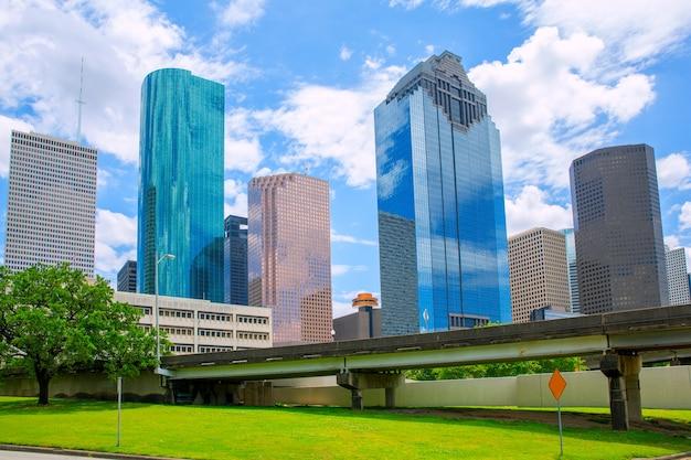 Skyscapers modernes de houston texas skyline et ciel bleu