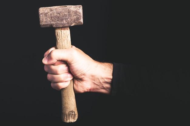 Sledge hammer in man hand, service de maintenance