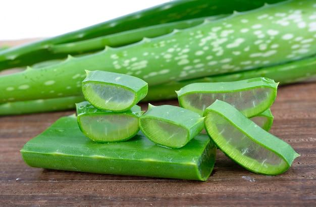 Slice aloe vera (un médicament à base de plantes très utile pour les soins de la peau et des cheveux.)
