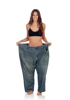 Slim femme avec un pantalon énorme