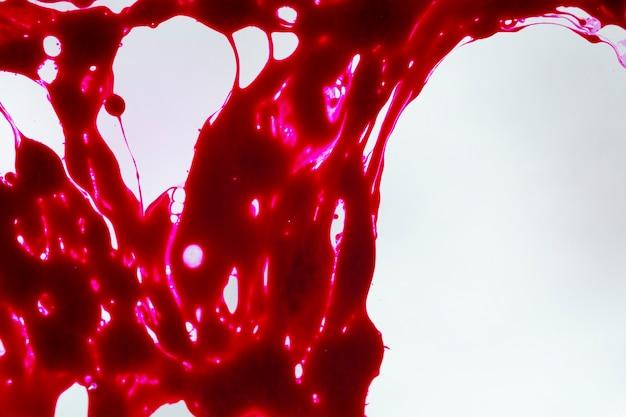 Slime rouge abstrait sur fond gris