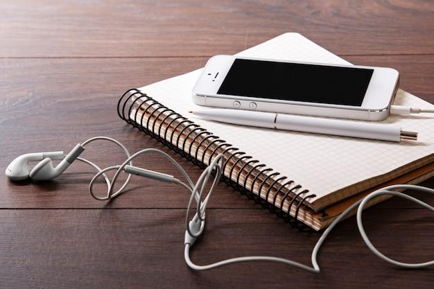 Smart phone et écouteurs