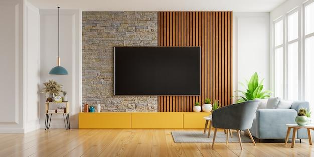 Smart tv sur le mur blanc dans le salon avec fauteuil et canapé, design minimaliste.