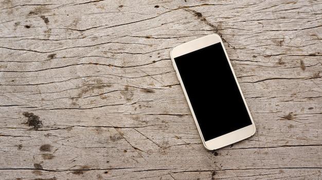 Smartphone sur bois.