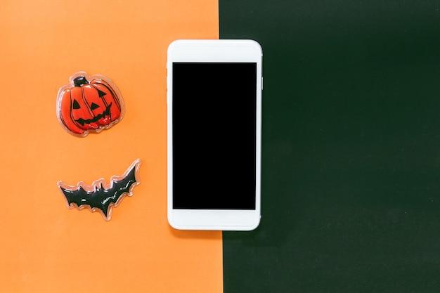 Smartphone avec chauve-souris noire et citrouille