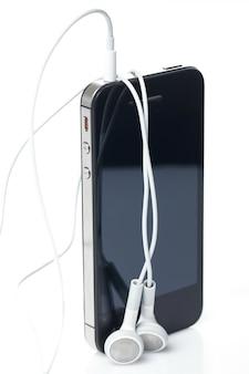 Smartphone avec écouteurs