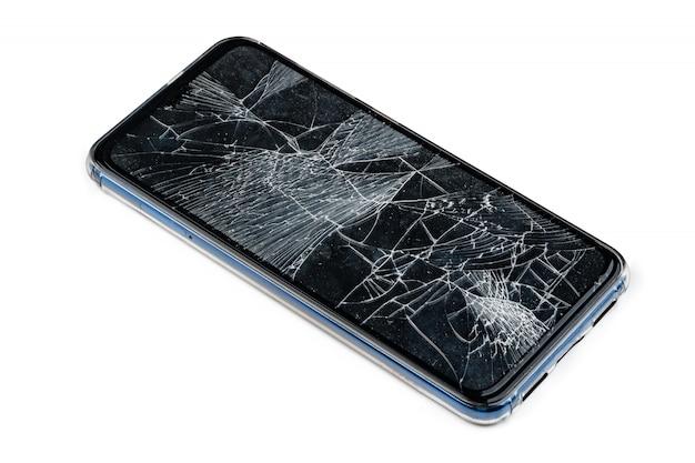 Smartphone avec un écran endommagé isolé sur blanc