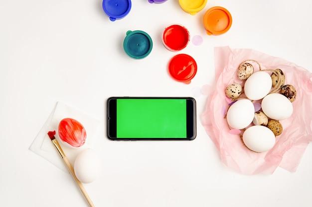 Smartphone maquette modèle pour la présentation de l'application de vacances de pâques