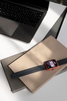 Smartwatch avec un arrangement d'assistant numérique