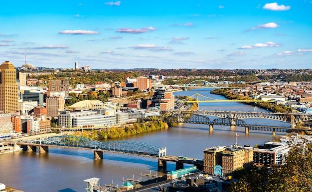 Smithfield street, panhandle, liberty, south tenth street et birmingham ponts sur la rivière monongahela à pittsburgh, pennsylvanie, états-unis