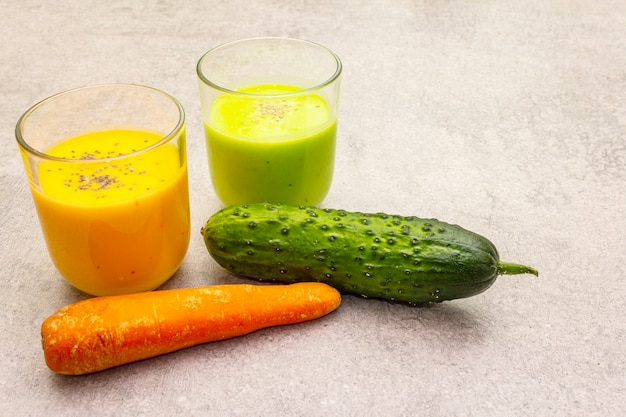 Smoothie au concombre et carotte bio aux graines de sésame et de chia