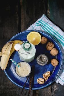 Smoothie au lait et aux bananes