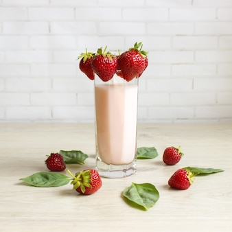 Smoothie aux fraises et au lait