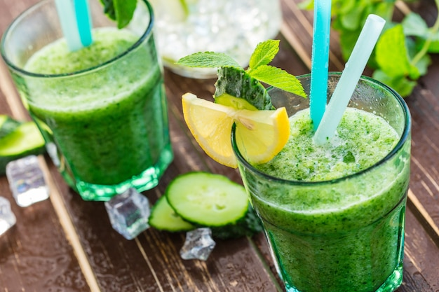 Smoothie aux légumes verts