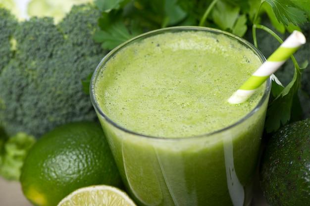 Smoothie détox vert. recettes de smoothies pour une perte de poids rapide
