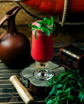 Smoothie froid menthe feuille