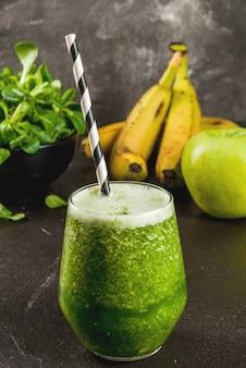 Smoothie vert aux fruits et légumes