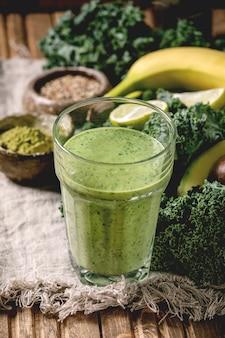 Smoothie vert aux ingrédients
