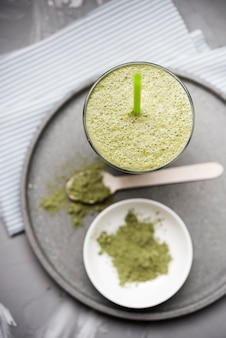 Smoothie vert bio sain et poudre