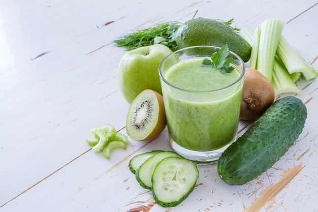 Smoothie vert et ingrédients