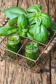 Smoothie vert sain au basilic