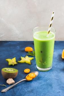 Smoothie vert sain et délicieux