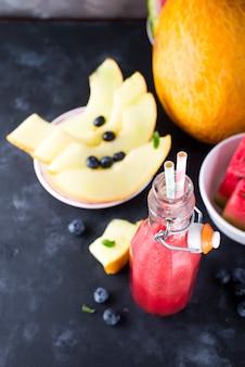 Smoothies aux fruits melon melon d'eau