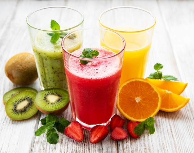 Smoothies aux fruits sains