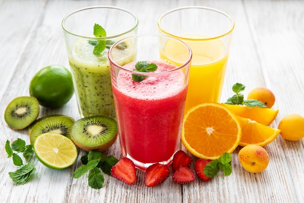Smoothies aux fruits sains