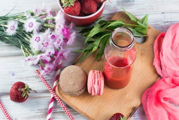 Smoothies rafraîchissants à la fraise et à la myrtille