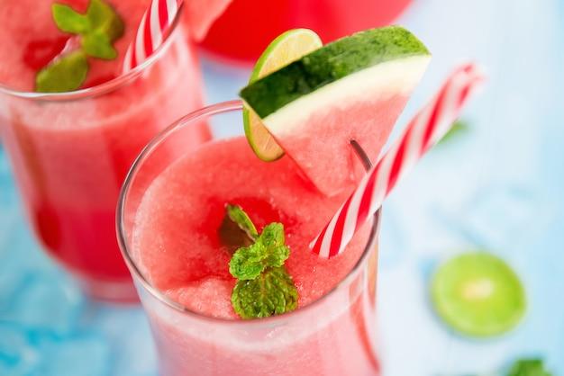 Smoothies rafraîchissants jus de melon d'eau froide boissons pour l'été