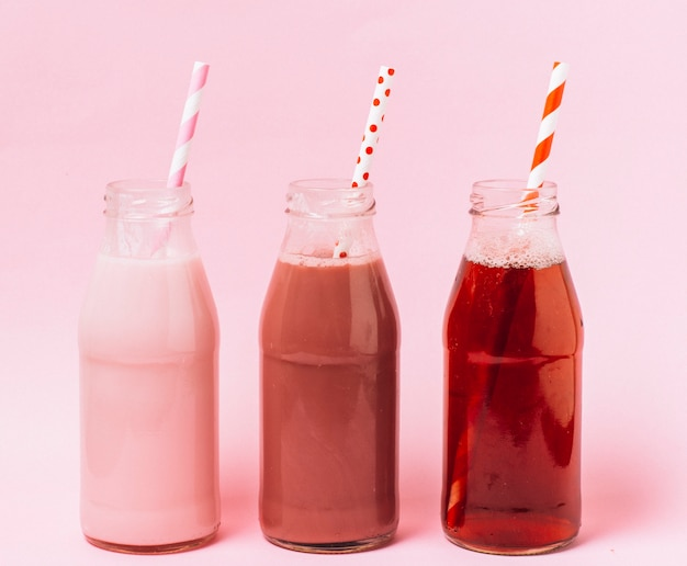 Smoothies rose et rouge vue de face
