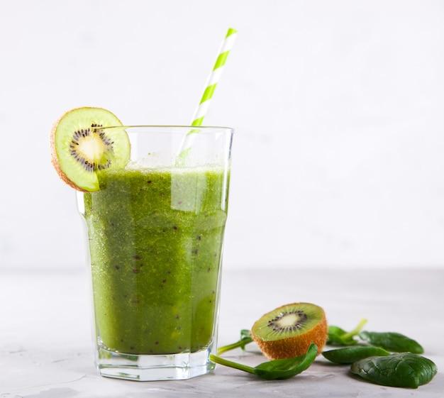 Smoothies vert. cocktail d'été