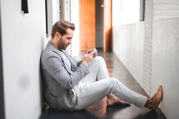 Sms de bel homme d'affaires