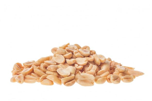 Snack de cacahuètes grillées isolé