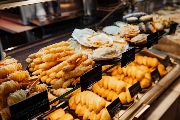 Snack frit au mercado de san miguel, madrid
