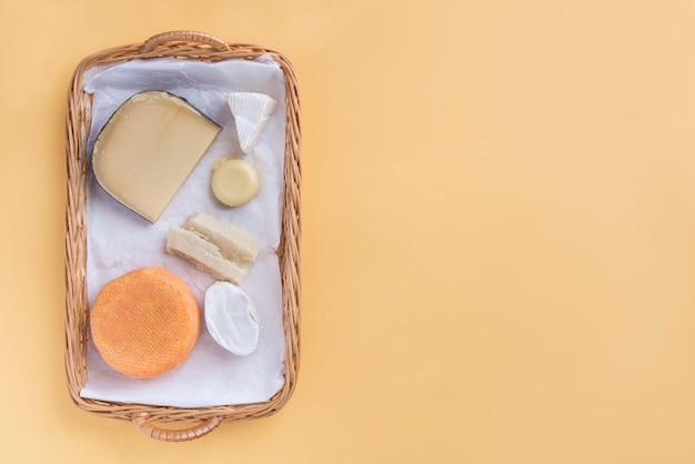 Snack de fromage de qualité assortiment et fond
