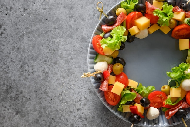 Snacks, canapés, tomates, légumes, fromage mozzarella
