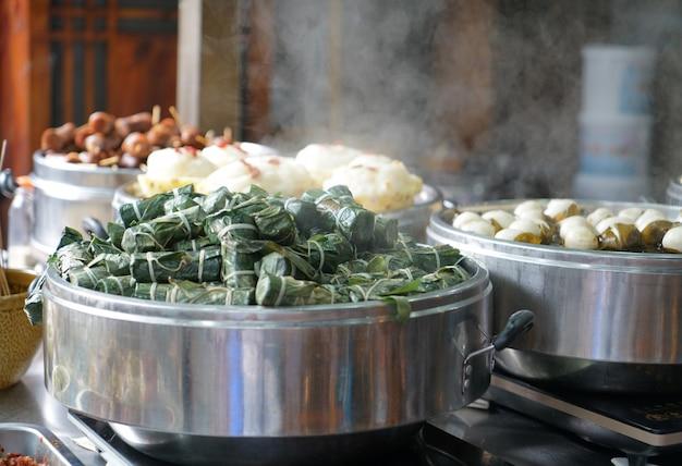 Les snacks cuisent à la vapeur