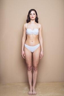 Snap modèle féminin professionnel pour l'agence de mannequins de beauté