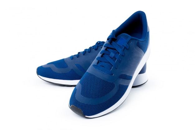 Sneakers isolés sur une surface blanche.