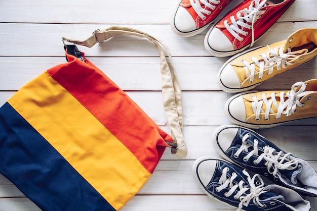 Sneakers et sacs, pour partir en voyage