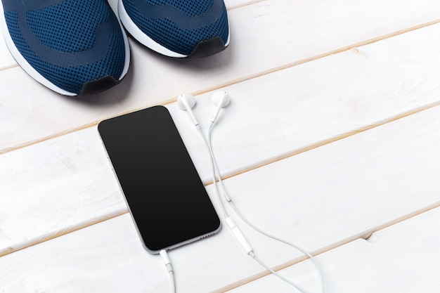 Sneakers et téléphone portable avec un casque