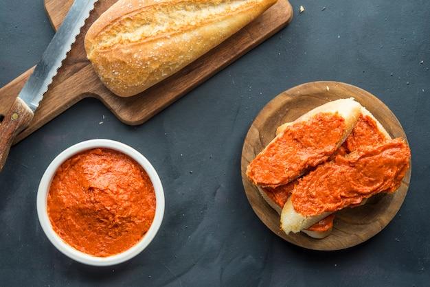 Sobrasada avec du pain typique de majorque en espagne