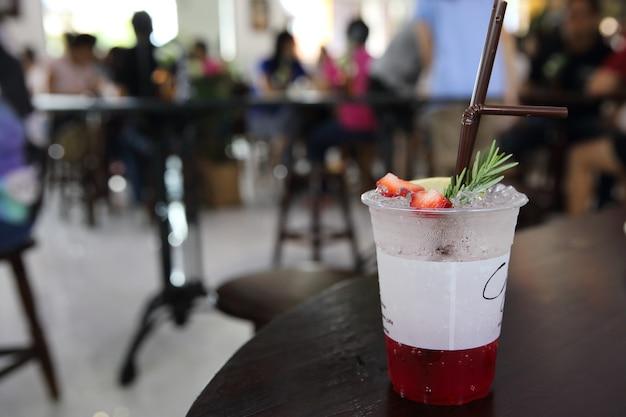 Soda aux fraises avec boisson aux fraises et au lamon