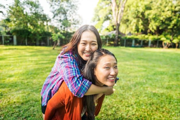 Sœur amitié affectueux adorable concept extérieur