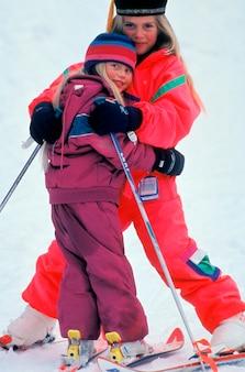 Sœurs, étreindre, ski, colline