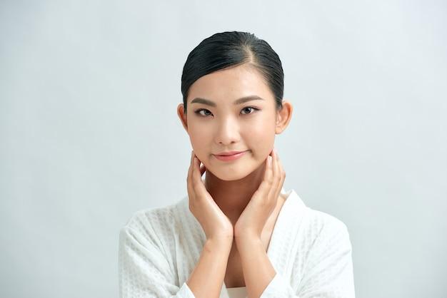 Soins du visage beauté fille asiatique et bien-être de la santé, traitement du visage, peau parfaite, maquillage naturel